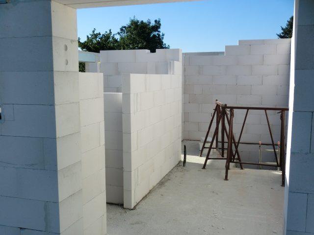Ein kleiner Blick ins Innere, die Wände werden gesetzt - 24.08.16